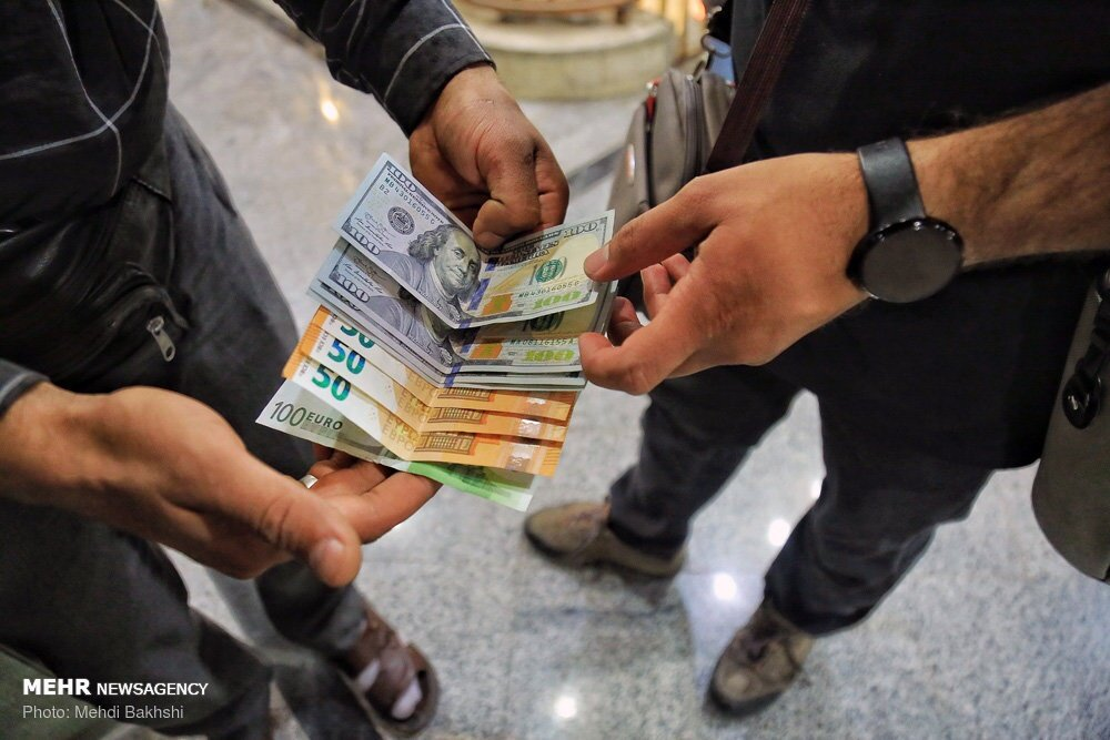 ارز باز هم در بازار عرض اندام کرد! / دلار ۱۸ هزار ۱۸۰ و یورو ۲۰ هزار و ۲۵۰ تومان شد