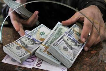 متهمان ناآرامیهای بازار ارز عقب مینشینند؟ /  ۷۷ درصد ارز برنگشته، متعلق به ۱۴ درصد صادرکنندگان