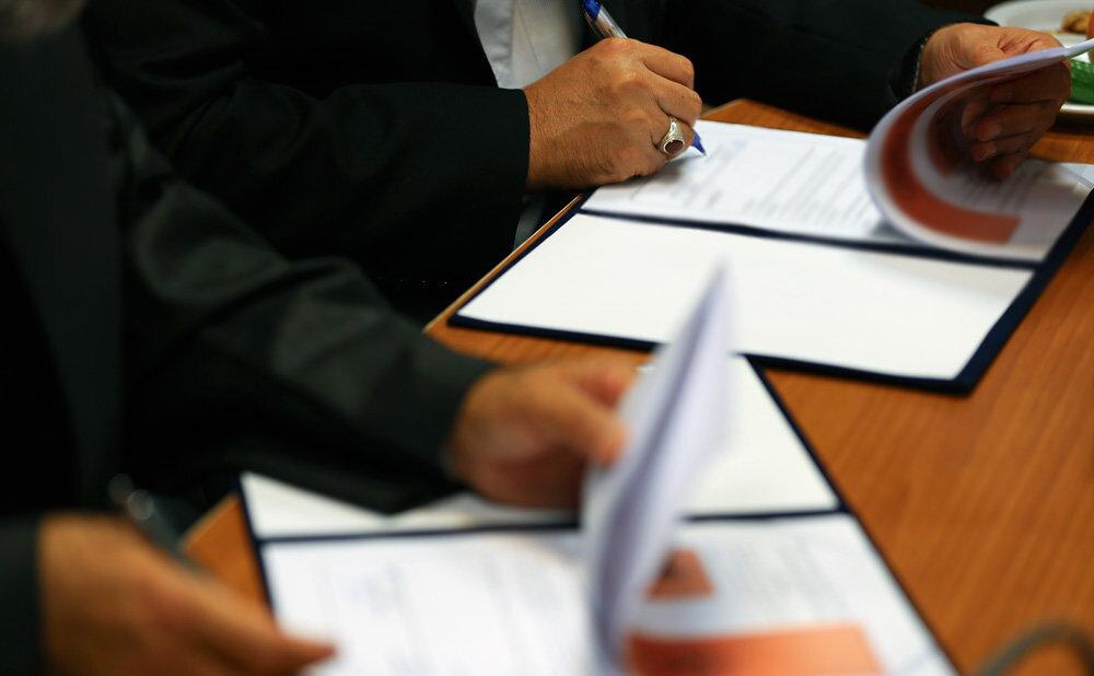 ایران خودرو دیزل و گروه صنایع خودروسازی عقاب افشان قرار داد همکاری امضا کردند