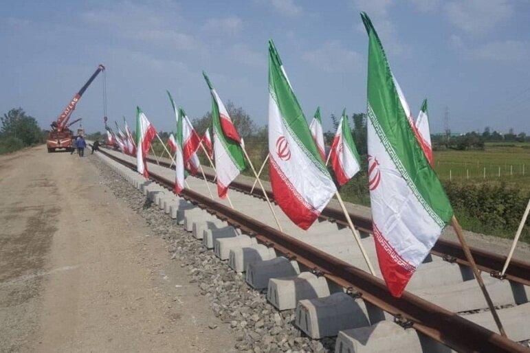 ریل گذاری راه آهن «رشت- کاسپین- انزلی» آغاز شد